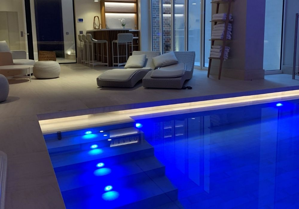 Skimmer Swimming Pool with Lighting and Luxury Tiles